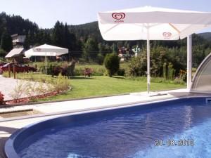 hotelový vyhřívaný bazén